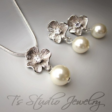 Pearl & Silver Flower Necklace and Earring Set