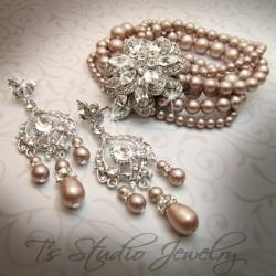 CAROLYN Pearl Vintage Theme Bracelet
