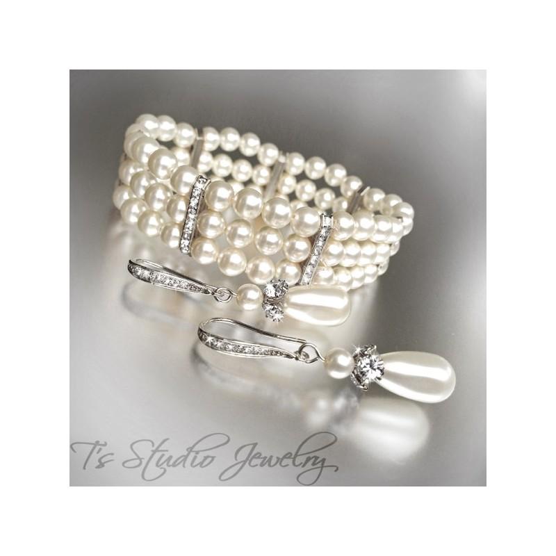 Three Strand Ivory Pearl Bracelet With Silver Rhinestone Ers