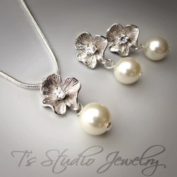 Silver Flower Necklace and Earrings Set